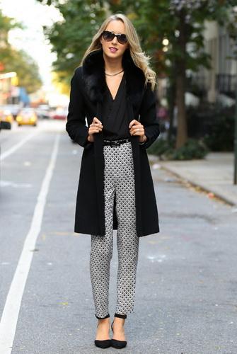 Найкраще такі моделі - ошатні і елегантні самі по собі - виглядають в  комплекті з або джинсами білого або класичного кольору індиго. Спробуйте  надіти їх ... 338bb6ddd3793