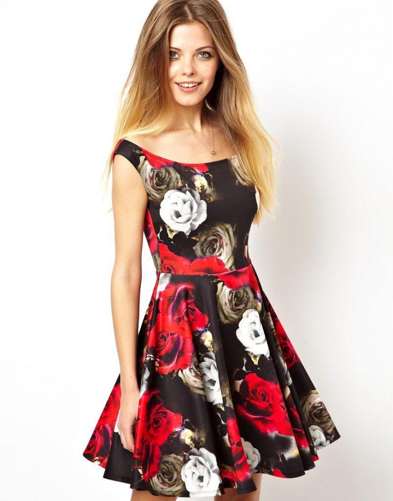 Φόρεμα σιφόν με μεγάλη εκτύπωση λουλουδιών σε μια τάση φέτος. Το φόρεμα  φαίνεται πολύ χαρούμενο και τολμηρό. Πραγματικά φορέματα e87719386e1