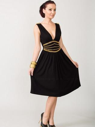 Але «маленьке чорне плаття» має бути присутніми у вашому гардеробі  обов язково. Це класичний варіант ошатного 43350b02b9b78
