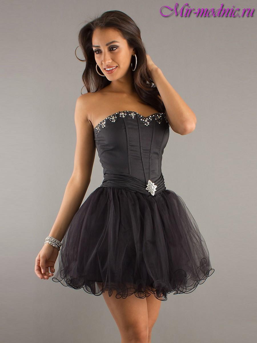 Коротке плаття з довгим рукавом і пишною спідницею. Як вибрати ... e65c43692cbc5