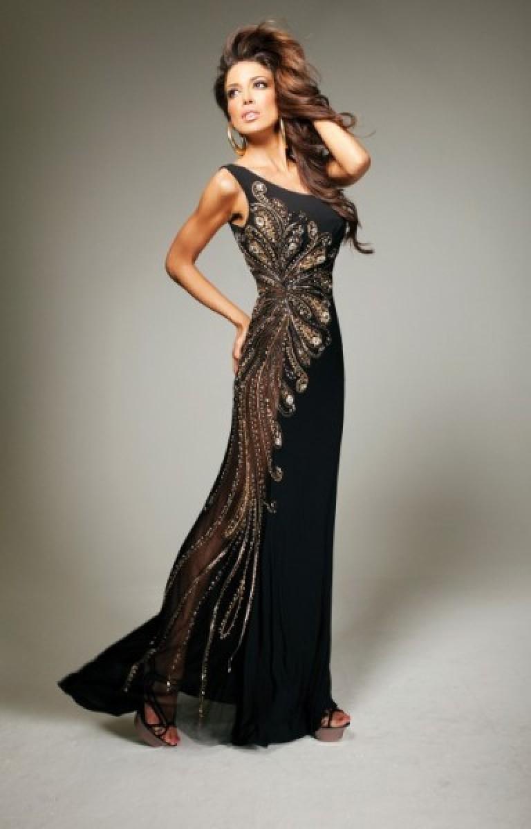 b5ff499065 A divatos, elegáns estélyi ruha, melynek hátborzongató háttere van, a  legújabb megjelenésű.