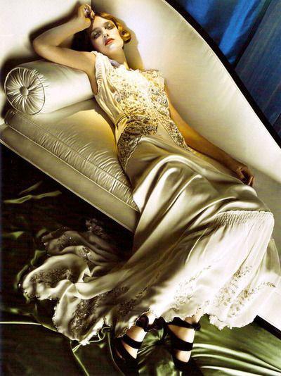740c1eb26 فستان نسائي 30S من القرن العشرين