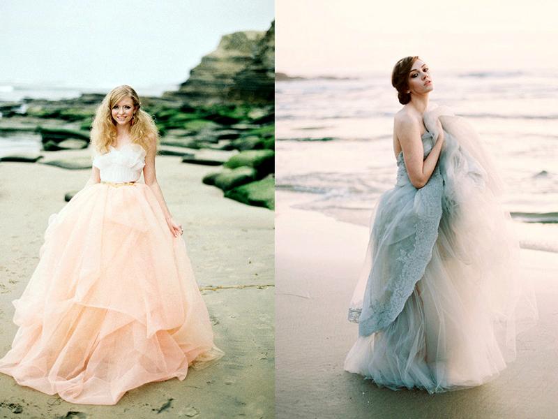 Pro plážový obřad není nutné si vybrat tradiční šaty bílé barvy. Barevné  modely vypadají vhodnější v blízkosti moře ade809a415