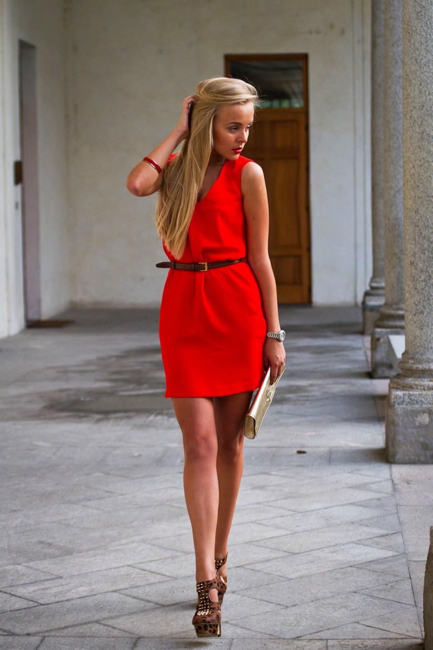 ee4ca70f472d Ορισμένες κυρίες παίρνουν κάτω από το κόκκινο φόρεμα όλα τα αξεσουάρ του  ίδιου χρώματος. Το πιο σημαντικό πράγμα δεν είναι να είναι πολύ φωτεινό