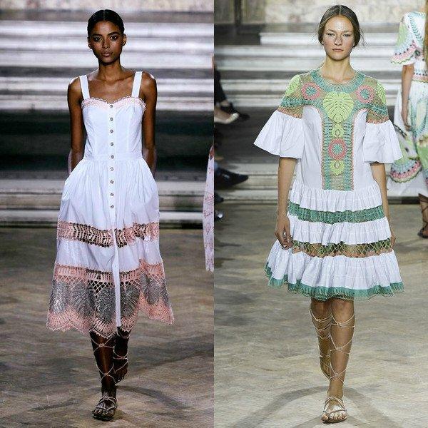 Pro každodenní nošení nabízejí modely praktické bavlny a lnu. Ale večerní  šaty používaly tenké hedvábné tkaniny 806794c226