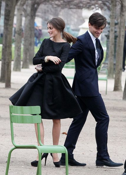 Чорна сукня з довгими рукавами. Довга сукня - розкльошені рукав ... 271cc3278b74e