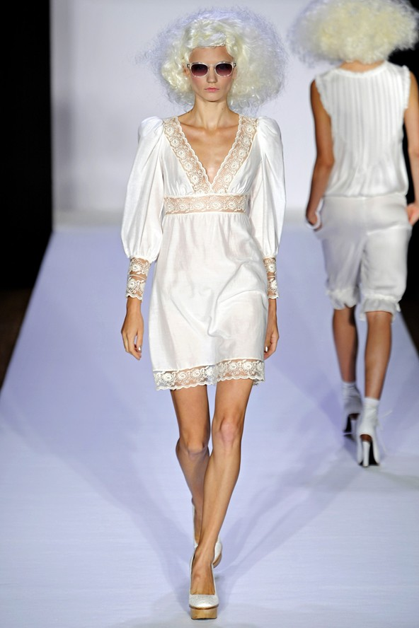 1bad3c0c785 Για παράδειγμα, στις συλλογές του καλοκαιριού μπορείτε να βρείτε απαλά φορέματα  μωρό δολάρια στυλ λινό από το σπίτι μόδας Bebe.