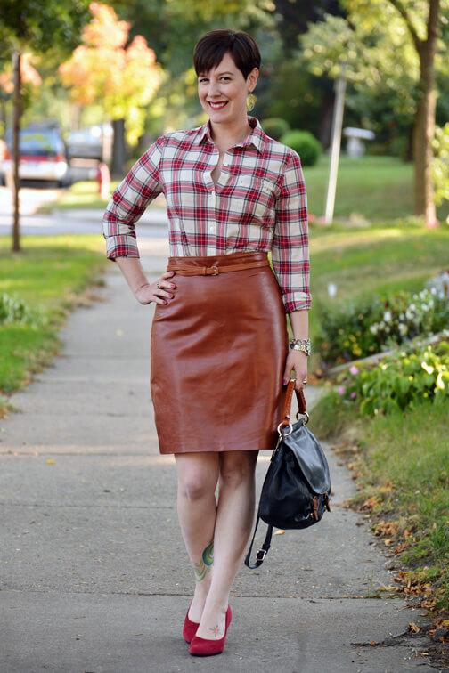 Блузка до бордовою спідниці. Бордового спідниця - нові ідеї для ... 28fd3ec585df0