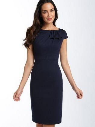 d6050d192e63 Επιλέγοντας ένα τέτοιο φόρεμα, μια γυναίκα επιδιώκει να αποδείξει τη γεύση,  την αυτοσυγκράτηση, την κομψότητα και μια εποικοδομητική προσέγγιση στη ζωή.