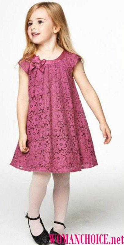 9afb225a461f2 صورة ظلية مباشرة كبيرة لشخصية الطفل. سارافانات الصيف مع أنماط ورسومات زهرية  سوف تجعل أميرة حقيقية للفتاة. تعتبر فساتين التريكو ذات الألوان الزاهية ، مع  ...