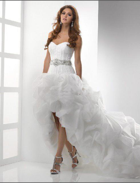 13b64d02d167b محادثة منفصلة تستحق فساتين الزفاف المتتالية. وتحول المزيد والمزيد من  العرائس اهتمامهن إلى هذا النموذج ، لأنه في مثل هذا اللباس ، تبدو الفتاة في  حفل الزفاف ...