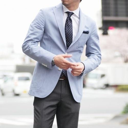 Πουκάμισο και γραβάτα σε ένα μπλε κοστούμι. Οι καλύτεροι τρόποι ... c50da3568c6