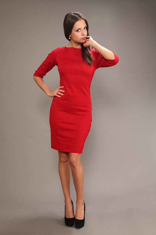 76cf7ba1d5 Ne készítsen piros manikűret a piros ruha alatt. Az is lesz. Sőt, az utóbbi  évszakokban a körmök természetes színe. Készíts egy piros ruhát bézs  manikűr, ...