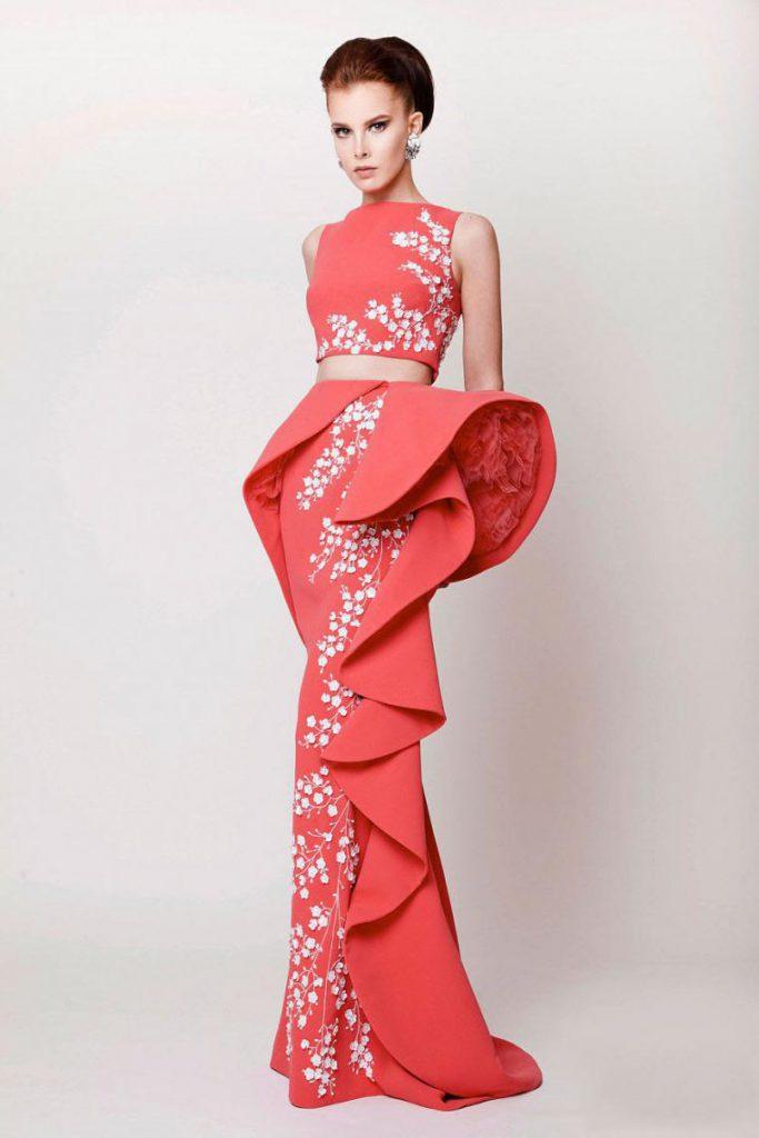 Oblečení nebo šperky v jiných barvách by měly zdůrazňovat krásu korálů a  nesmí zastínit. Jinak by i ty nejdražší korálové šaty vypadaly levně. 3c79e67840