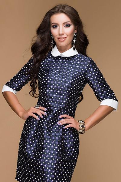 045d48eccf98 Σκούρο μπλε φόρεμα με κόκκινο αξεσουάρ. Φορέστε με μια μυρωδιά. Το ...