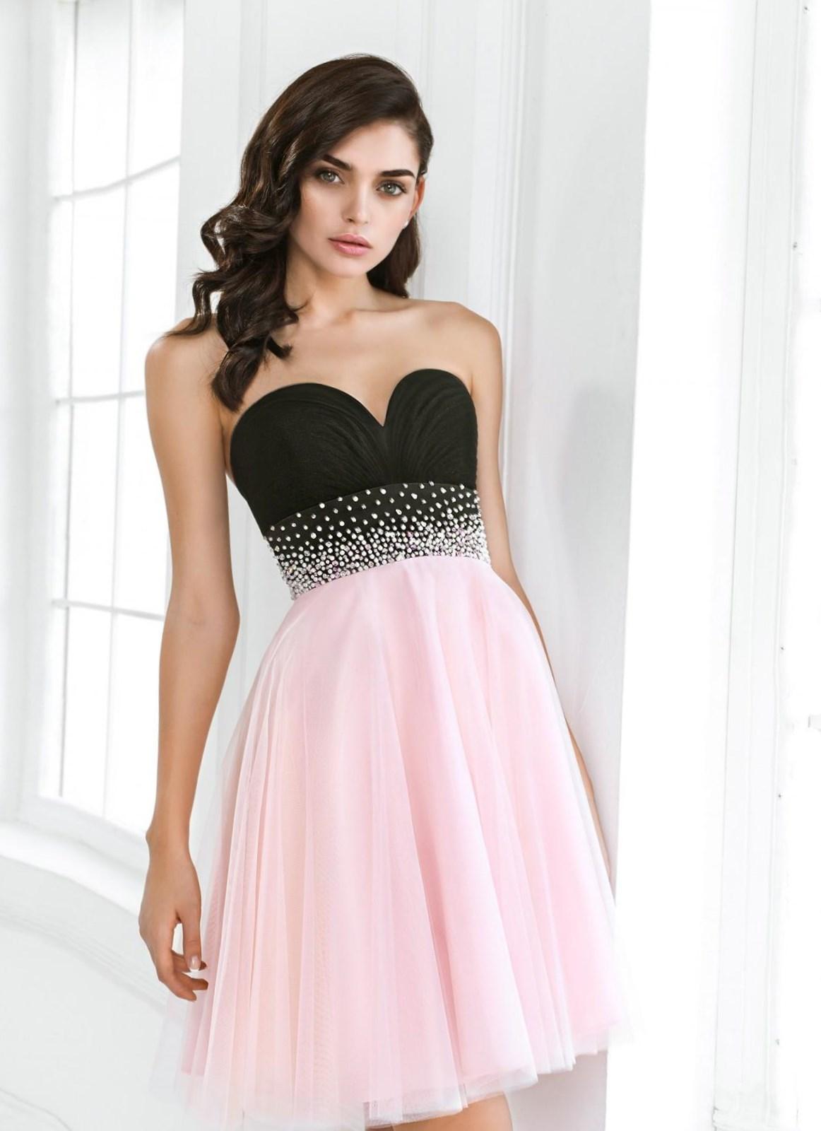 f400f64f5887 Όμορφα σύντομα φορέματα. Μια επιλογή από τα πιο μοντέρνα σύντομα ...