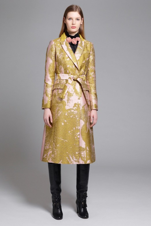 З якими квітами поєднується золотий  Якщо ви вибрали одяг золотого кольору  ... 8bc8c5286462f