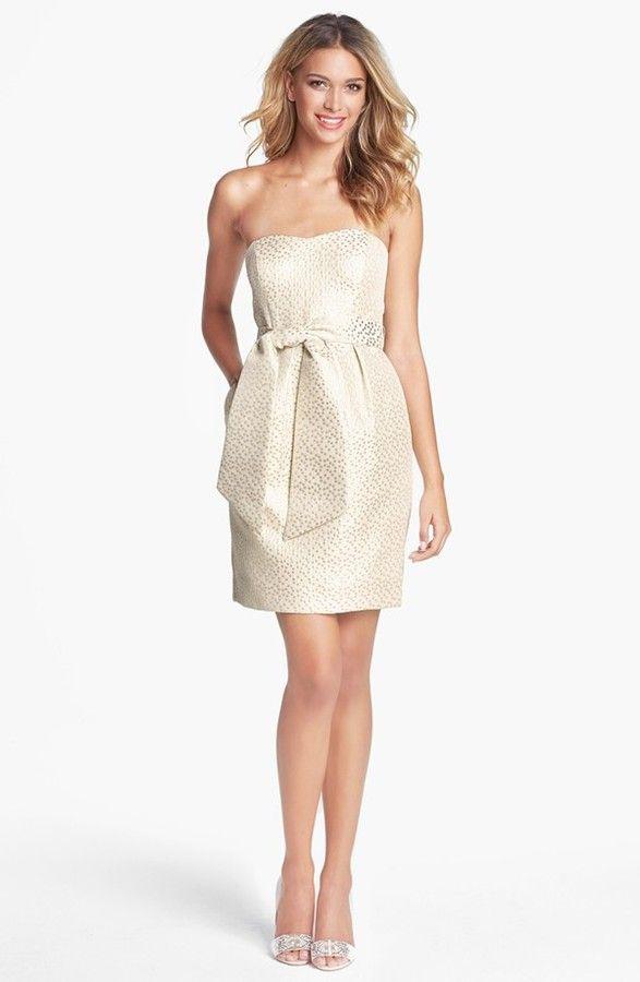 85a5830f543bc6 З жаккарда шиють весільні сукні. Сучасні дизайнери сміливо комбінують  жаккард з атласом, органзой, парчею та іншими тканинами при створенні  вишуканих ...