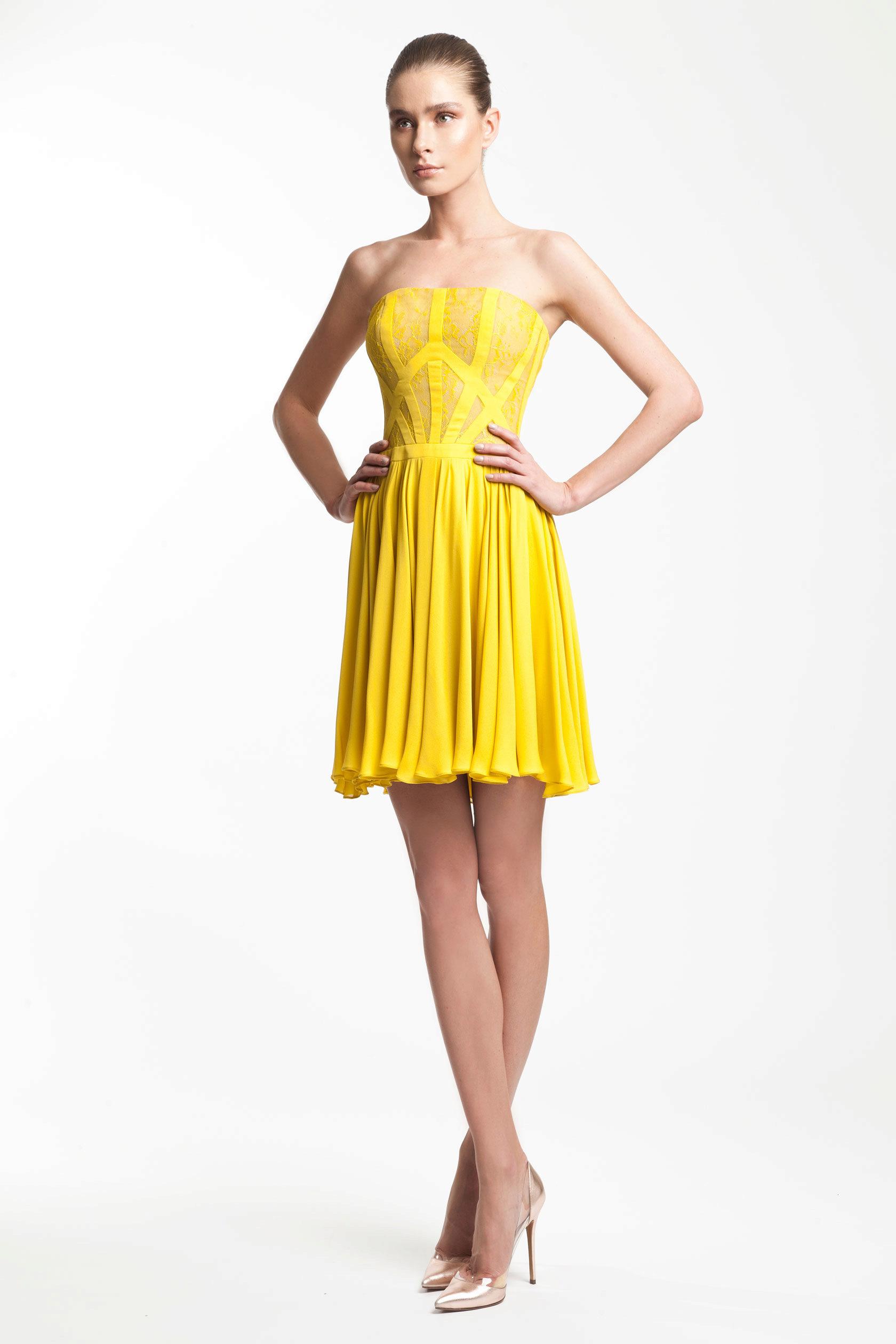 Τα φορέματα των θηκών έχουν γίνει μια πραγματική ανακάλυψη για τα κορίτσια  που δεν θέλουν να μοιάζουν με γκρίζα ποντίκια στο γραφείο τους ce3263b8c38