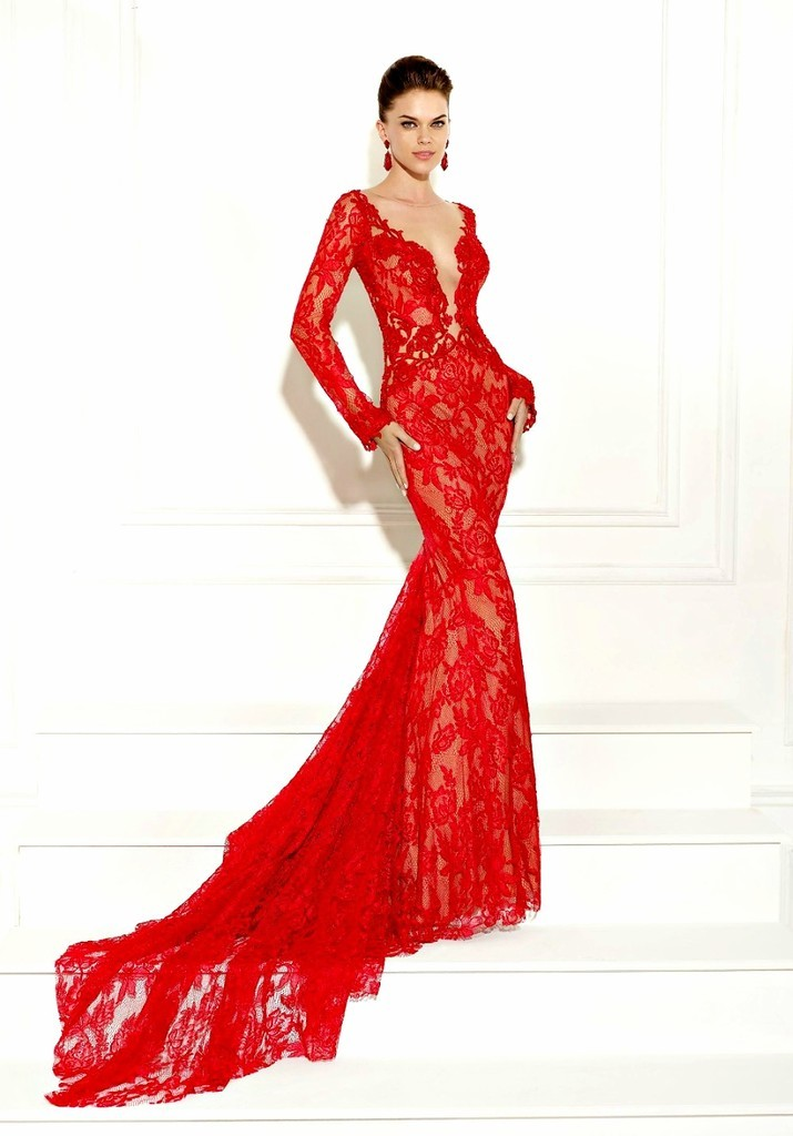 Ένα γοητευτικό κόκκινο δαντέλα φόρεμα είναι ένα δείγμα κομψότητας ... e00fb39e342
