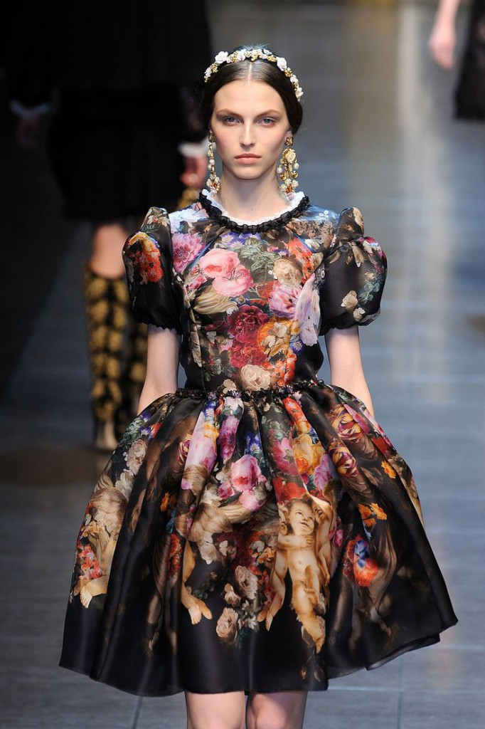 d8be6a2e70e2 Μπαρόκ και ροκοκό στυλ σε μοντέρνα ρούχα.