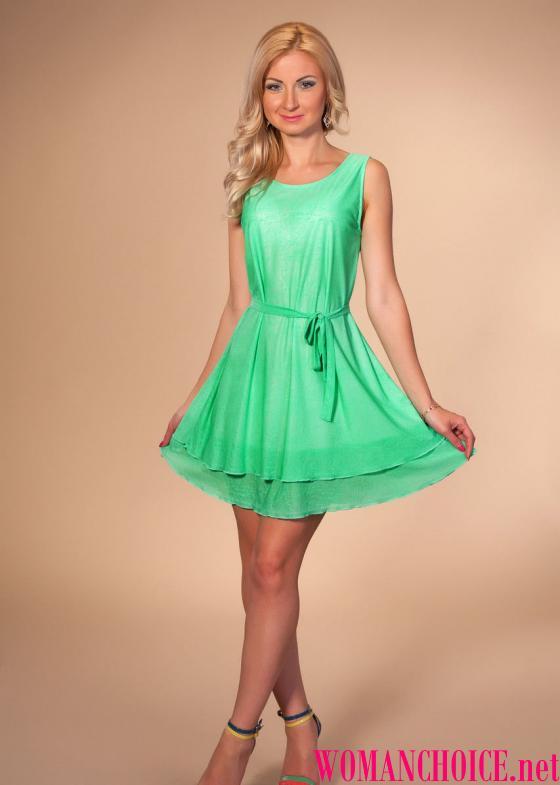 Krásná monofonní lehké šaty Od beztížné tenké látky s hedvábnou podšívkou v  létě bude vypadat úžasně a zdůrazní vaše opálení. Nosíte si slámovou  klobouk 32b6953097