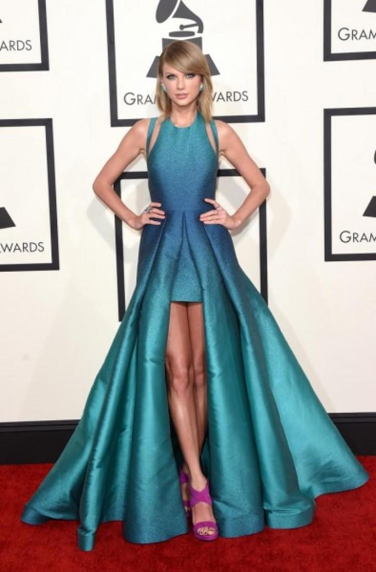 Найкрасивіші сукні короткі. Плаття на вечір. Темно-синє вечірнє плаття 42b5b49859da9