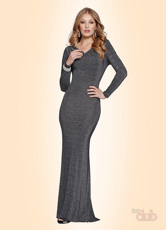 85266f8ce271 Δώστε ιδιαίτερη προσοχή στα αξεσουάρ. Μακριά χάντρες και μεγάλα κοσμήματα -  αυτή είναι η καλύτερη επιλογή για ένα τέτοιο φόρεμα.