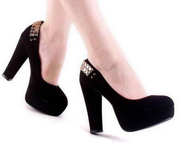 А повненьким жінкам радять обов язково мати пару туфель на стійкому ebc0c7b479816