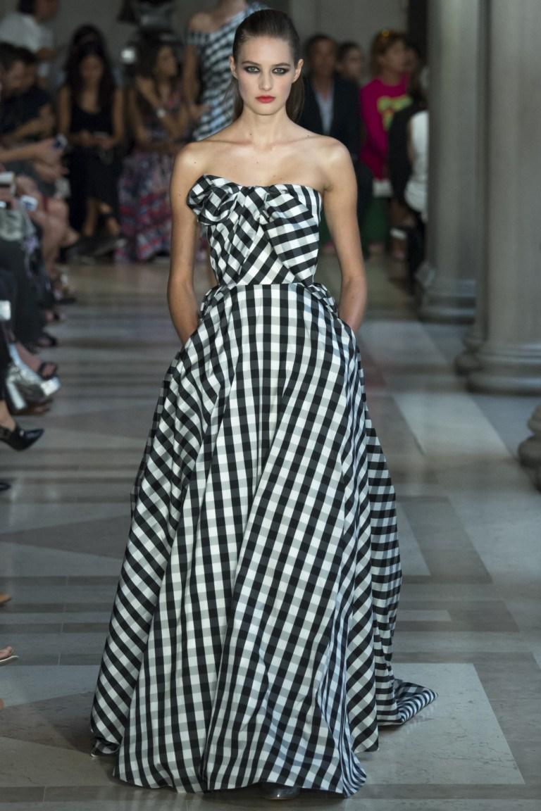 Ідеальна фігура може дозволити носити сукні будь-якого фасону з будь-яким  розміром клітини. Але не буває правил без винятків - незвичайний крій  здатний ... 384f127752eee