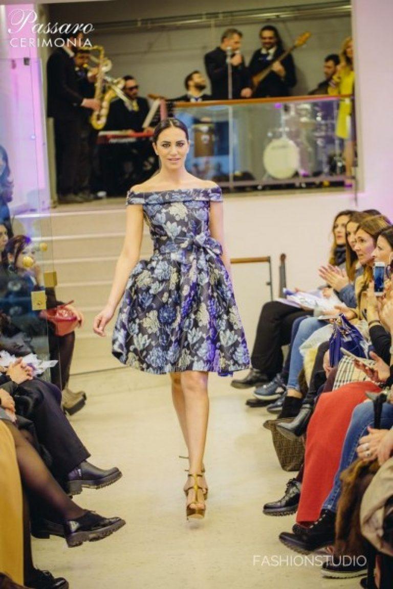962839ca7e9d Μοντέρνα φορέματα με εκτύπωση. Λεπτά και ρομαντικά φορεσιά για άνθη
