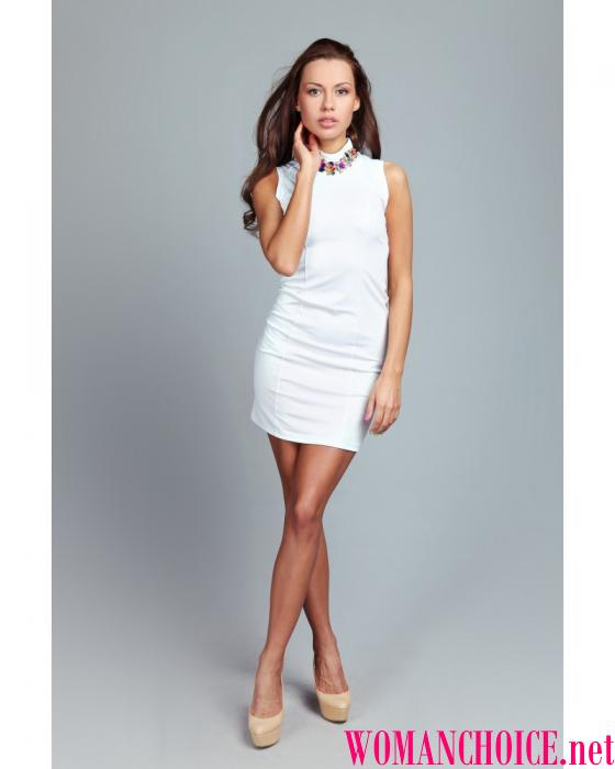 8e18f43ffd48 Μικρό φόρεμα in ελληνικό στυλ σε συνδυασμό με σανδάλια με χρυσά ιμάντα -  και η εικόνα της νεαρής θεάς είναι έτοιμη.