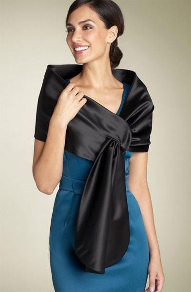 9aa33be7a9fb ... είναι η απουσία μανικιών στο φόρεμα. Η χρήση ενός παχύ βαμβακερού  ακιδιού θα εκπληρώσει τη λειτουργία του κατά την κρύα εποχή - θα ζεσταθεί  και θα δώσει ...