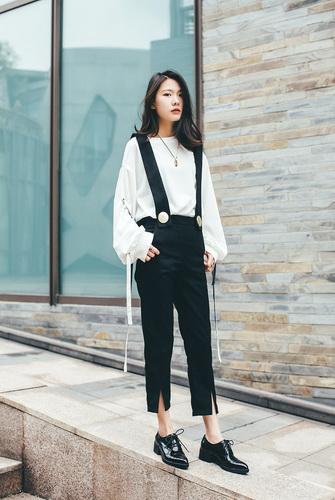 З чим носити жіночі туфлі-човники на низькому каблуці і фото стильних  образів 490c04da60999