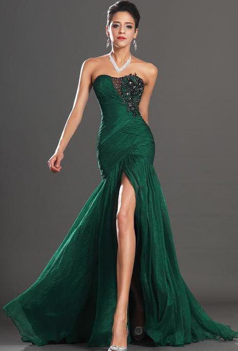 dc698004ab6 Makeup na smaragdové šaty. Barevné šaty a make-up.