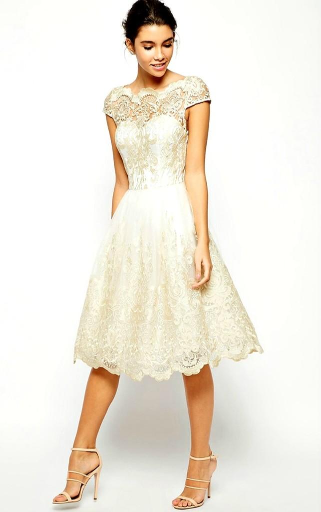 Біле мереживне плаття виглядає в жарку пору свіжо і актуально. Та й для  тіла такий наряд дуже приємний  біле мереживо відбиває сонячні промені 33865eb658285