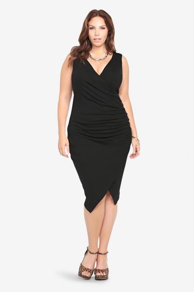 Ακόμη πιο μυστηριώδης και ενδιαφέρουσα θα κοιτάξετε μέσα μακρύ φόρεμα με  μια υψηλή σχισμή στο ποδόγυρο ab0b787e453