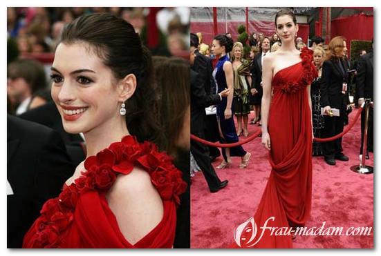 8cf08de633b3 Όμορφη ξανθιά σε κόκκινο φόρεμα. Πολυτελές φόρεμα - αξιόλογοι ...