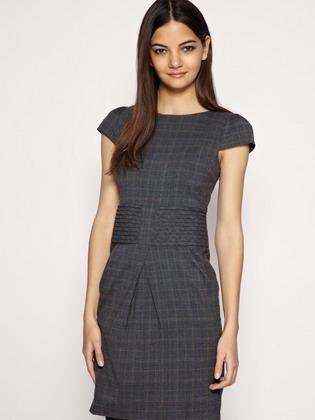 518e49c9260 Επιλέγοντας ένα τέτοιο φόρεμα, μια γυναίκα επιδιώκει να αποδείξει τη γεύση,  την αυτοσυγκράτηση, την κομψότητα και μια εποικοδομητική προσέγγιση στη ζωή.