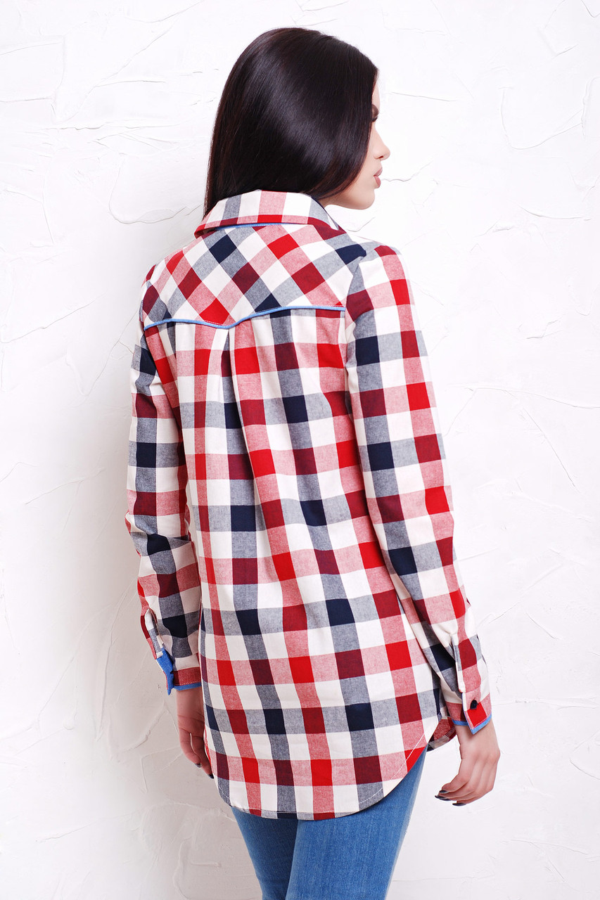 d1064d6465f6 Ένα εντυπωσιακό παράδειγμα μιας ελεύθερης κοπής είναι ένα γυναικείο  πουκάμισο φανέλας